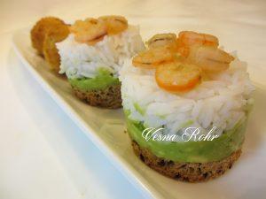 Ивини момички со ориз и авокадо
