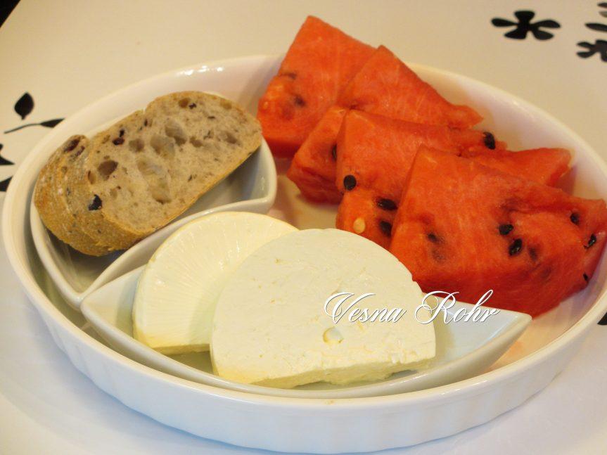 Лубеница со сирење