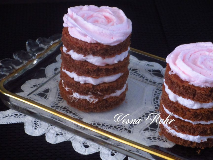 Ивина чоколадна кула со јагоди