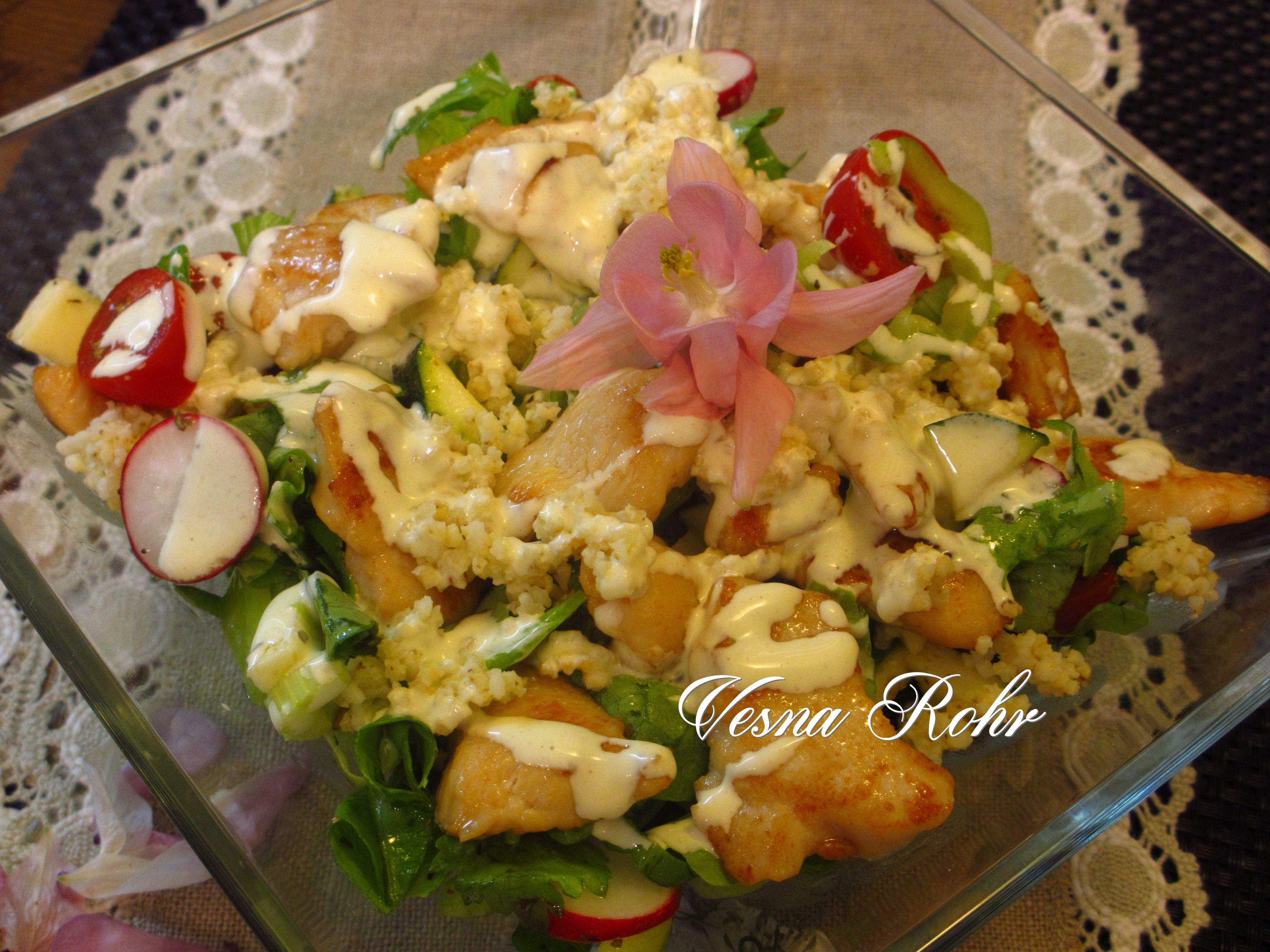 Летна салата со пилешко