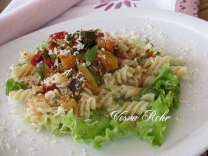 Фусили со сос од зеленчук