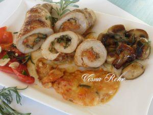 Свинско филе со зеленчук и кашкавал