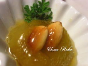 Слатко од модри сливи 2, со печени бадеми