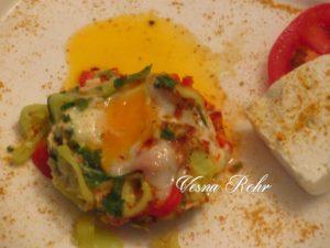 Јајце на вода и пиперка