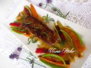 Јагнешко филе во сос од морков и пиперка